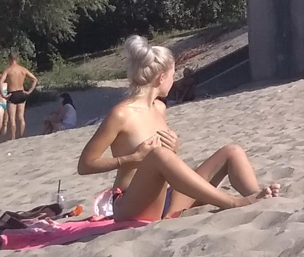 Название: Сексуальная девушка на пляже загорает.jpg Просмотров: 123  Размер: 124.7 Кб