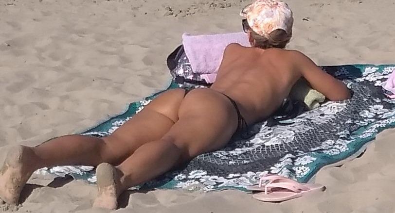 Название: Очень карсивая фигура девушки на пляже.jpg Просмотров: 109  Размер: 96.0 Кб